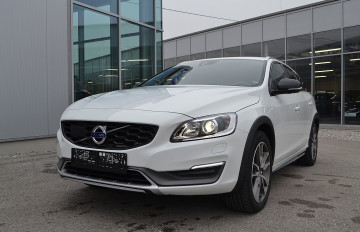 Volvo V60 Cross Country D4 AWD Momentum Geartronic bei BM || J.Reichhart GmbH in