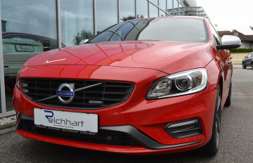 Volvo V60 D3 Kinetic R-Design bei BM || J.Reichhart GmbH in